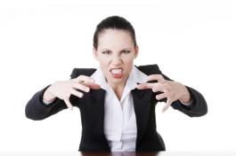 angry-businesswoman-at-the-desk
